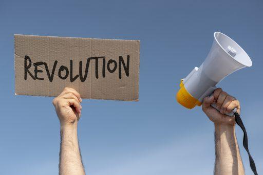 cartel de revolucion y megafono